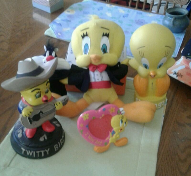 ASSORTED TWEETY BIRD ITEMS
