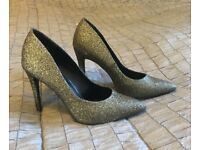 Sparkly Gold Pumps (size 5/38)