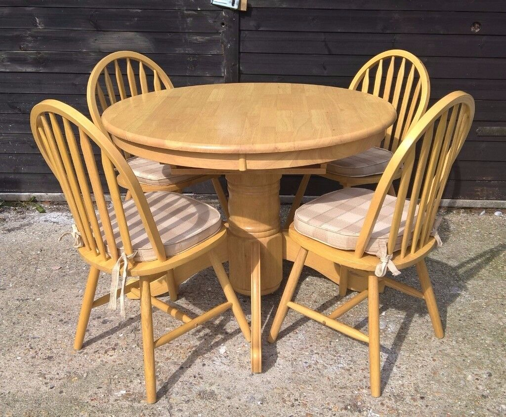 Solid Oak Round Extending Dining Table & Chairs from Marks & Spencer cost £699 *FREE DELIVERY*(pine)