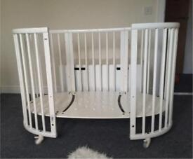 STOKKE SLEEPI LARGE OVAL WHITE WOODEN COT, COT BED AND MINI CRIB + ACCESSORIES 0-3 YEARS