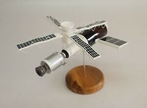 Skylab-Space-Station-Spacecraft-Wood-Desktop-Model-Large-New