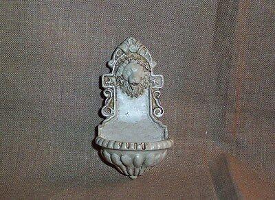 schöner zierlicher Wandbrunnen - Miniatur 1:12 - Puppenhaus