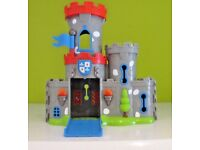 HAPPYLAND: 2 X Castles with figures