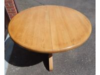 SOLID ROUND OAK TABLE (EXTENDABLE) PLUS CHAIRS