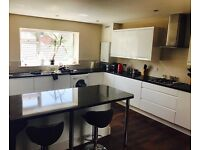 3 large bedrooms in a flat share available