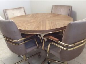 Dinette set with 4 swivel chairs