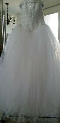 WHITE Wedding Dress from David's Bridal SIZE 4 nt8017