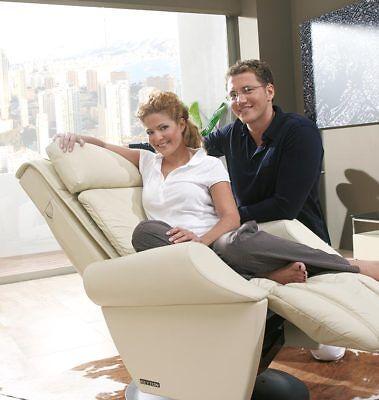 Massagesessel KEYTON Royal in Echtleder beige und Holzelementen Wenge ()