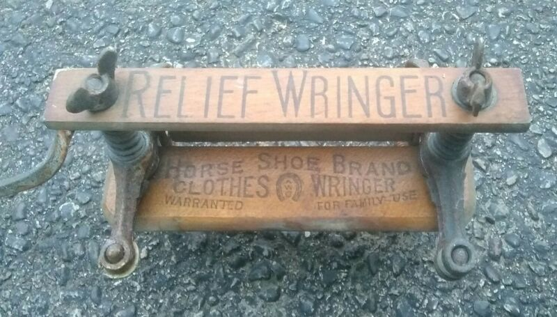 ANTIQUE SALESMAN SAMPLE RELIEF WRINGER VINTAGE LAUNDRY CLOTHING DRYER TOY WASH