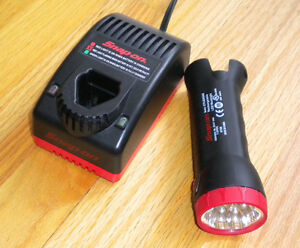 Snap-On-rechargeable-LED-work-light-CTLED566-and-Snap-On-battery-charger-CTC572