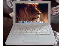 Cheap Apple MacBook in pristine condition
