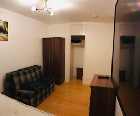 Double Room to Rent in Shared Flat in Ibsley Gardens, Putney Heath SW15.