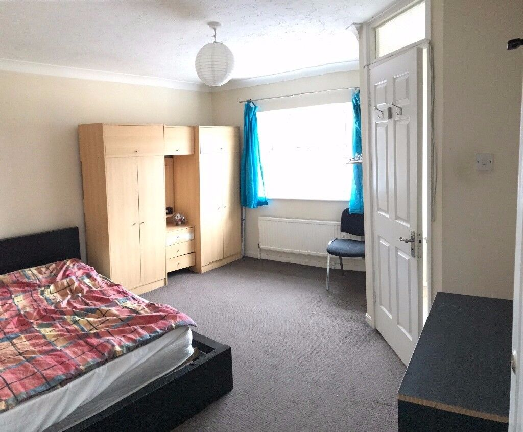 WOW!!! BEAUTIFUL EN-SUITE DOUBLE SIZED ROOM TO RENT IN MANOR PARK - BILLS INCLUDED