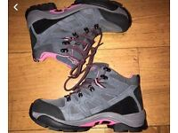 LADIES HIKING BOOTS SIZE EU 40