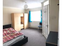 LARGE EN-SUITE DOUBLE SIZED ROOM - NO BILLS INCLUDED