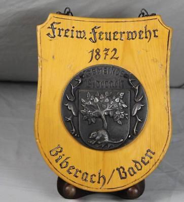 Feuerwehr Biberach / Baden - altes Holz Schild mit Kette + Metall Relief Wappen