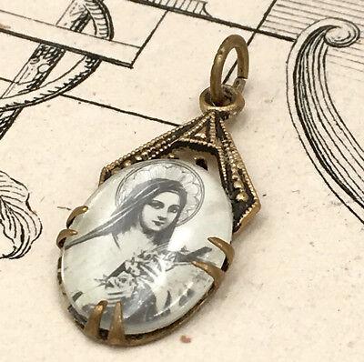 Medal Religious Pendant Sainte Thérèse - Devotional Religion - Vintage