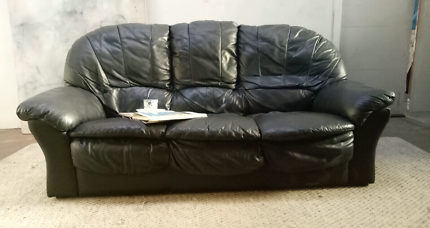 Genuine Black leather sofa lounge. Can deliver