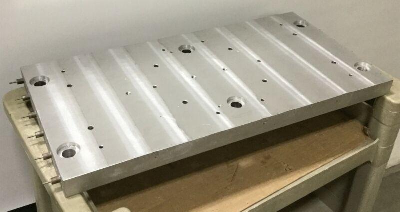 """Durex 27939 Heating Plate Voltage: 240V, Power: 7800W Dimensions: 28""""x14""""x1.5"""""""