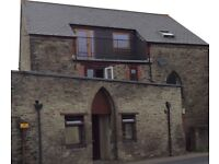 CALLINGTON, 1 BEDROOM GROUND FLOOR FLAT TO LET IN CHARACTER BUILDING, FULLY FURNISHED.