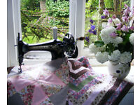 Beautiful hand crank sewing machine. Good working order, very decorative ideal for patchwork,quiet.