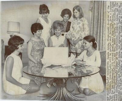 Bridesmaid Luncheon (Pamela Agnew and Bridesmaids luncheon Photo)