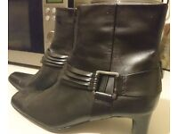NEW Beautiful Black woman Boots - CLARKS - high quality