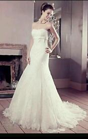 Wedding dress strapless lace with train. £250 absolute bargain ivory size 10-12