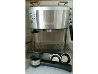 DeLonghi Stainless Steel Espresso and Capppuccino Coffee Maker in excellent condition