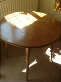 Solid Oak Table and Chair Complete Set Fantastic Condition