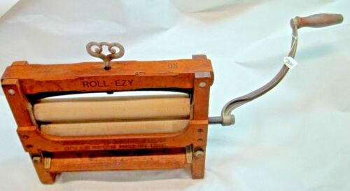 Early ROLL-EZY No.215 Wood & Cast Iron Washing Machine Wringer