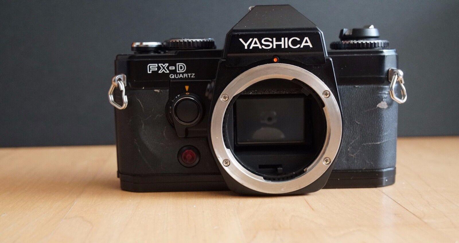 Set Yashica FX-D Quartz Spiegelreflexkamera mit 50mm f 2 Objektiv + Kamera Case
