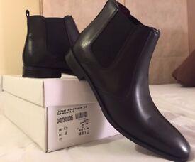 Clarks Men's Leather Chelsea Boots Size 6.5 BNIB