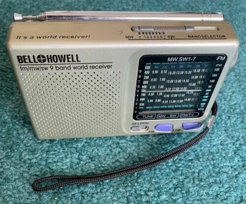 Vintage Bell & Howell FM/MW/SW 9 Band World Receiver Shortwave Portable Radio