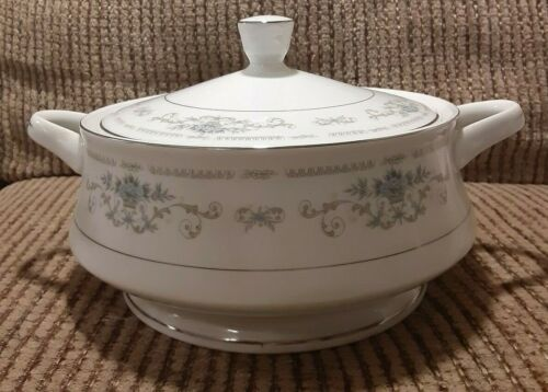 Wade Diane Fine Porcelain China Covered Vegetable Dish Bowl Made in Japan    T-2
