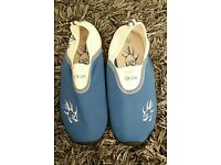 Hot Tuna beach shoes size 6