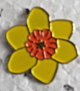 Yellow Daffodil pin / lapel badge St David's Day Welsh Daffodil Spring flower