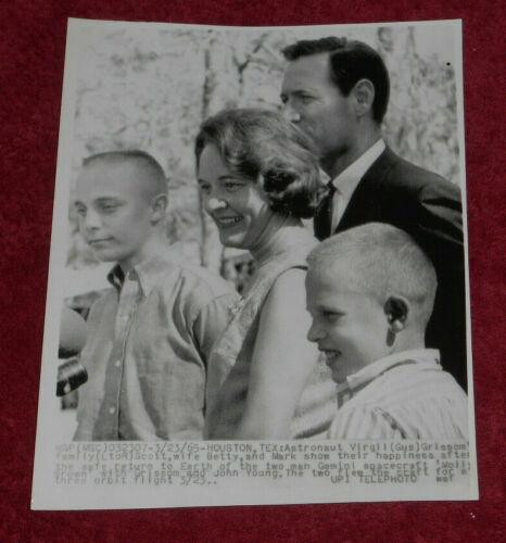 1965 Press Photo Virgil Gus Grissom NASA Astronaut Family Betty Mark Scott Texas