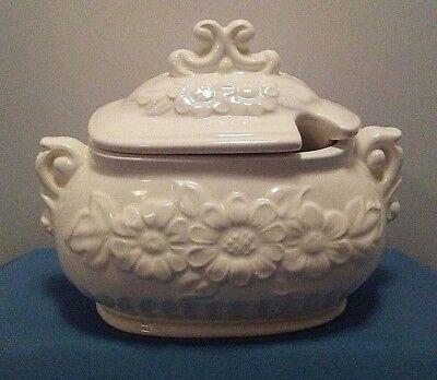 Vintage Ceramic White 2 Piece 4 Cup Soup Gravy Sauce Tureen Raised Daisy Flower  ()