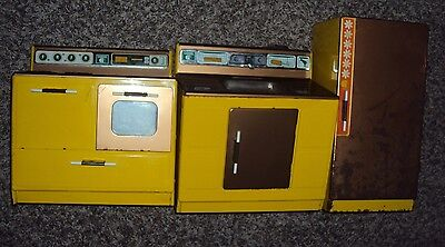 Vintage Gabriel Yellow Mustard Tin Metal Kitchen Stove Sink Fridge Toy Set USED