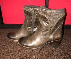 MODA IN PELLE lovely real leather brown ankle boots size 5