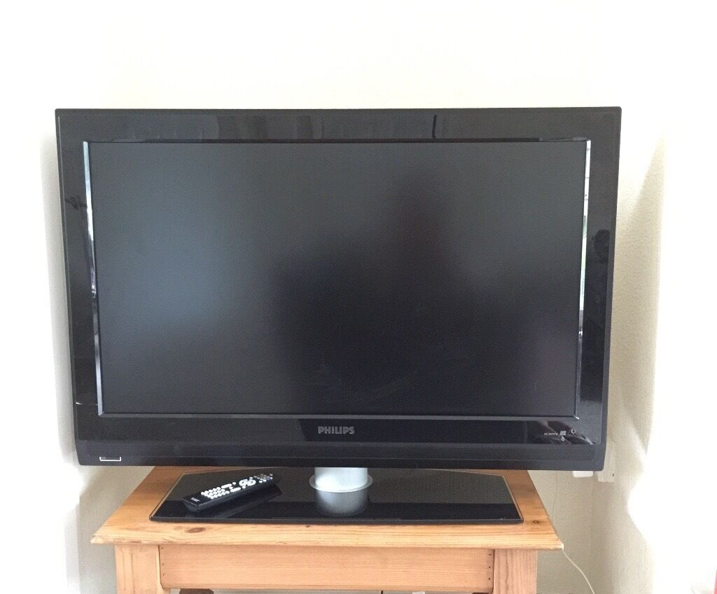"""Philips TV 37in Rhiwbina, CardiffGumtree - Philips LCD flat TV 37"""". Widescreen with remote control. Very good condition. Specs, model and information in photos. Collection only Rhiwbina area"""