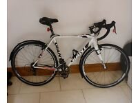 Immaculate Women's GIANT Carbon Framed Road Bike
