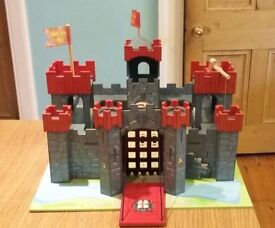 Le Toy Van Lionheart Castle and figures