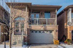 Sun-filled 3+2 Raised Bungalow in Maple