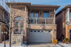 Sun-filled 3+2 Raised Bungalow for rent in Maple