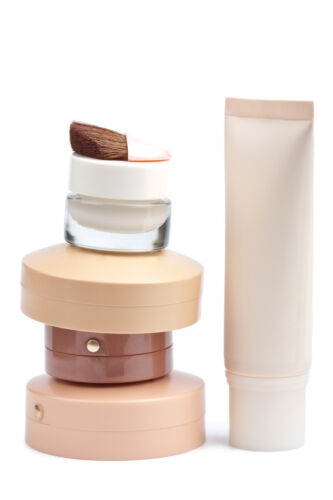 Your Guide to Buying Liquid vs. Powder Foundation