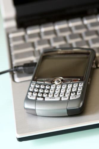 Kann ein Akku-Adapter mein Smartphone oder Laptop beschädigen?