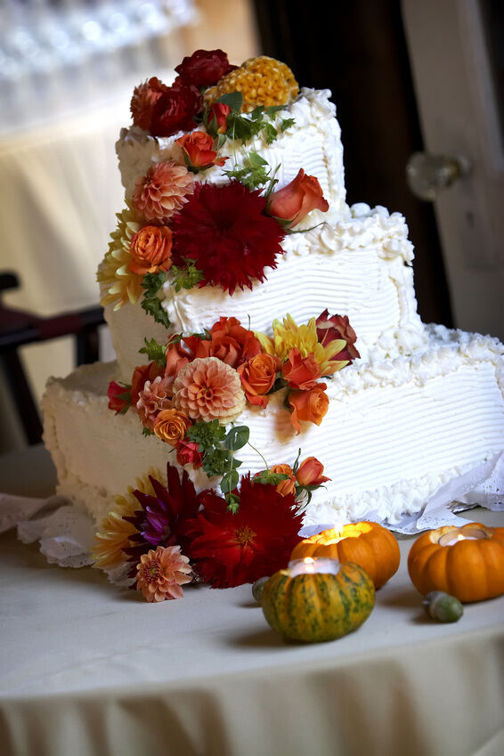 5 decorating tips for an autumn wedding ebay for Autumn cake decoration