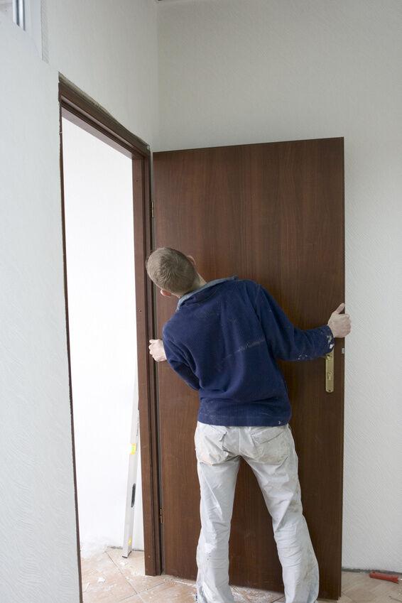 How to Properly Hang a Door